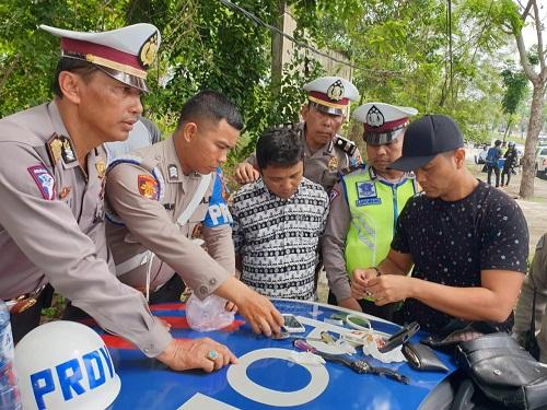 Berusaha Kabur Saat Razia, Pemotor Ketahuan Bawa Dua Paket Sabu