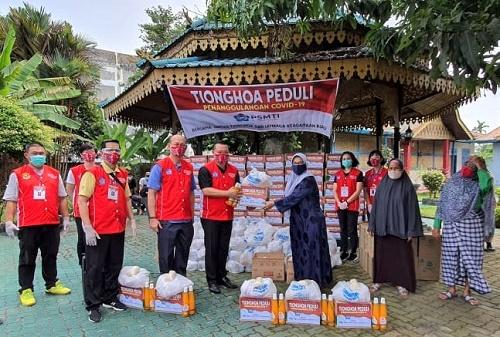 Tionghoa Peduli Serahkan Bantuan  kepada Masyarakat melalui Yayasan Tenas Effendy