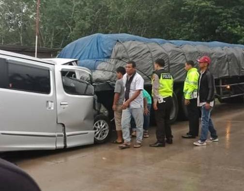 Tabrak Truk Berhenti, Supir Travel Meninggal di Simpang Kumu