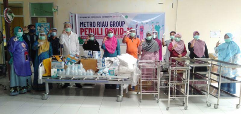 Owner Metro Riau Bantu Puskesmas Sungai Pakning APD COVID-19
