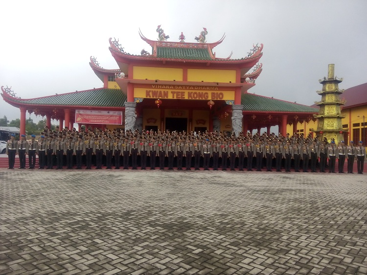 Siswa SPN Polda Riau GoRo di Vihara Satya Dharma