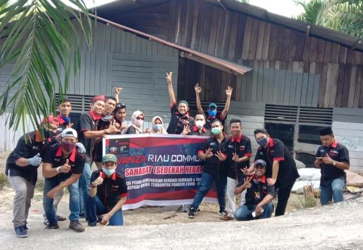 Avanza Riau Community Bagikan Sembako dan Takjil